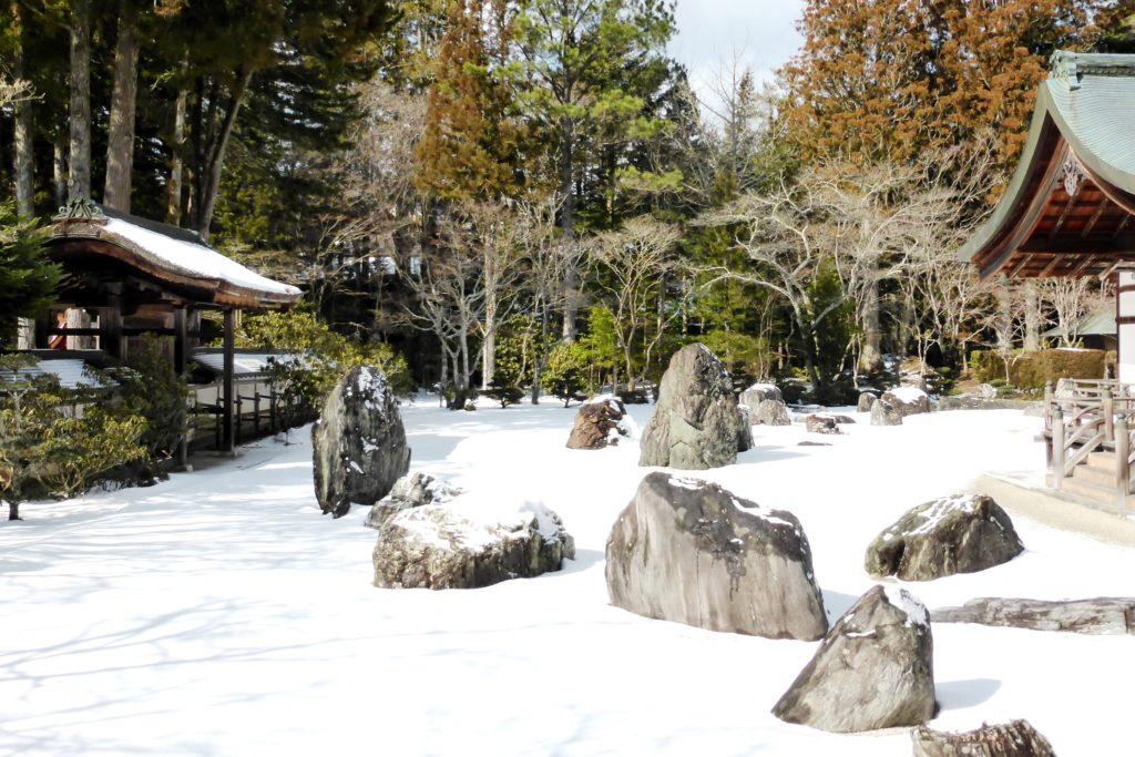 和歌山県伊都郡高野町にある金剛峯寺の蟠龍庭の雪景色(冬・2月)