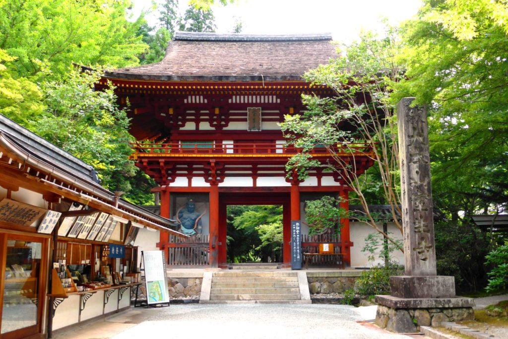 奈良県宇陀市室生にある室生寺の仁王門(夏・7月)