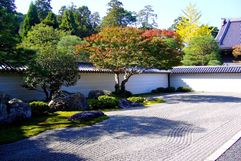 京都市左京区にある南禅寺の方丈庭園(秋・11月)