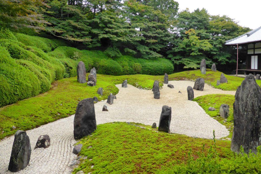 京都市東山区にある光明院の波心庭(秋・10月)
