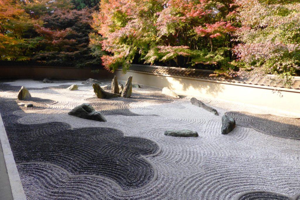 京都市東山区にある龍吟庵の庭園の紅葉(秋・11月)