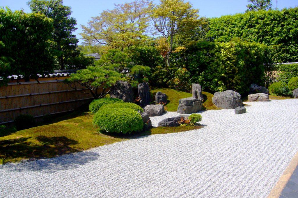 京都市北区にある興臨院の方丈庭園(春・4月)