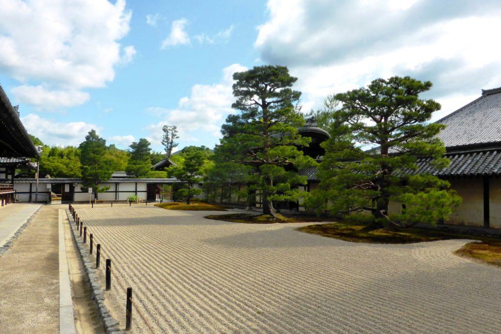 京都市右京区嵯峨(嵐山)にある天龍寺の庭園(夏・6月)