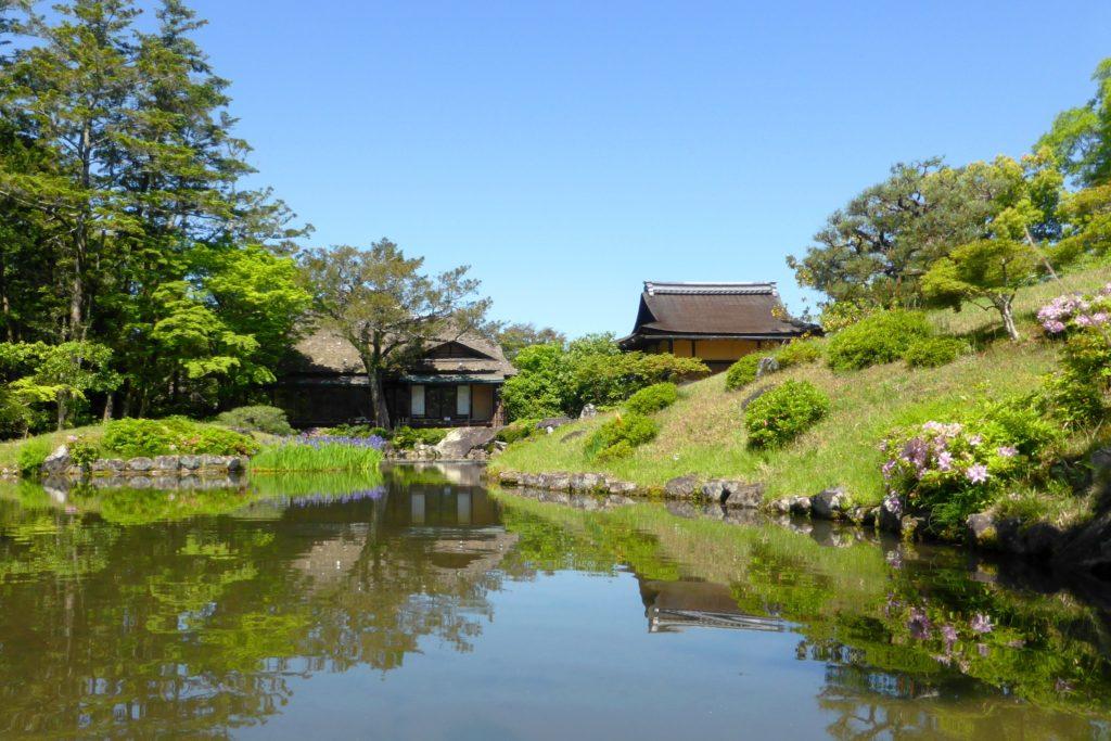 奈良市にある依水園の庭園(春・5月)