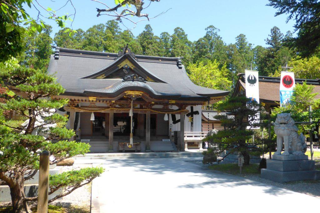 和歌山県田辺市にある熊野本宮大社の拝殿(春・5月)