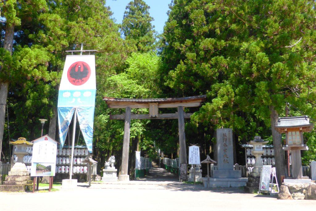 和歌山県田辺市にある熊野本宮大社の鳥居(春・5月)