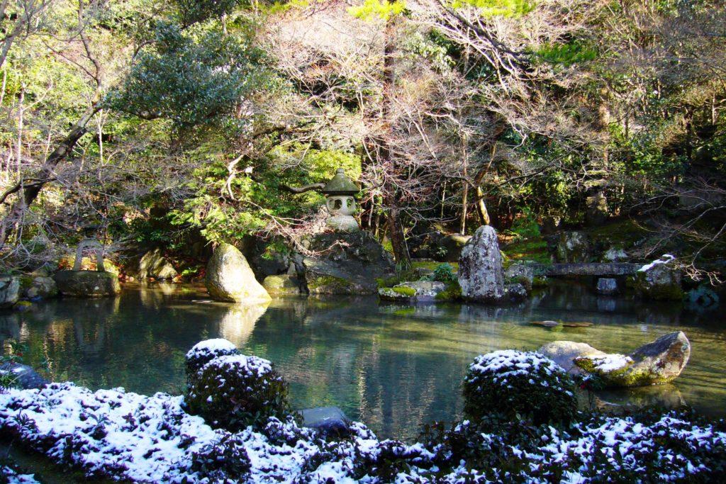 京都市左京区にある蓮華寺の庭園(冬・1月)
