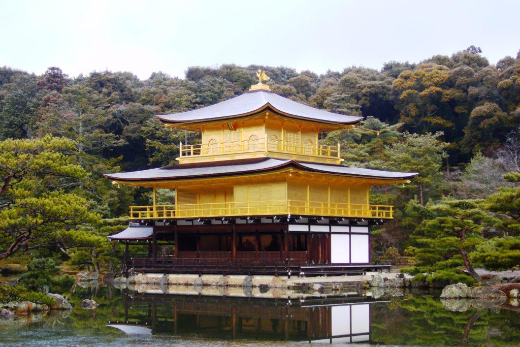 京都市北区にある金閣寺の舎利殿(冬・1月)