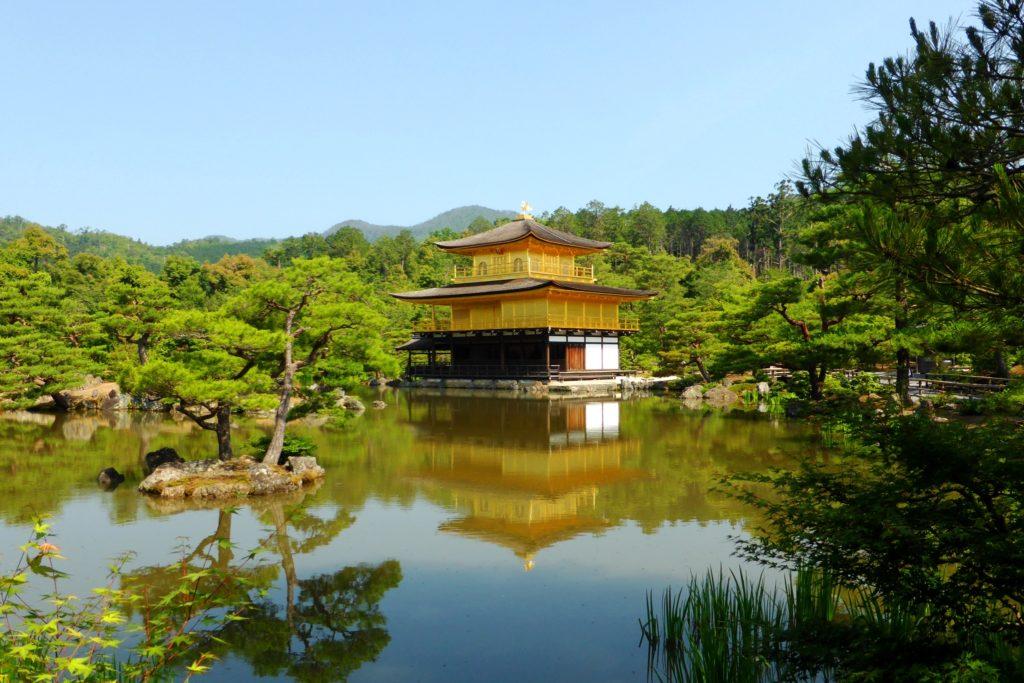 京都市北区にある金閣寺の舎利殿(夏・6月)