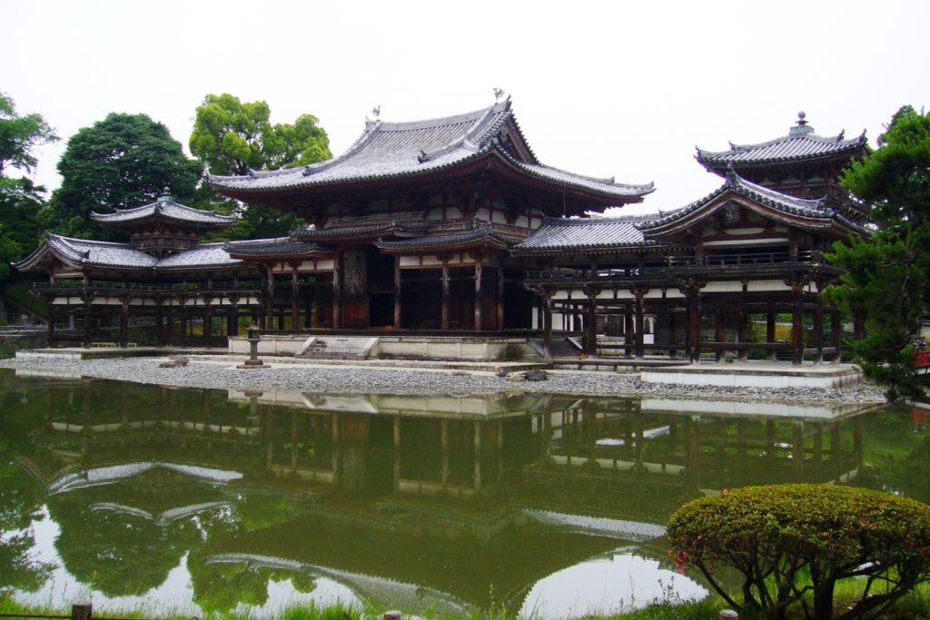 京都府宇治市にある平等院の鳳凰堂